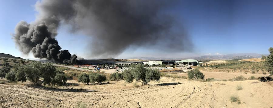 Tres incendios simultáneos movilizan a Bomberos e Infoca en Granada y su área metropolitana