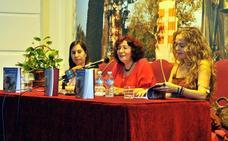 Ana Moreno rinde homenaje a las 'Mujeres de carne y verso' en su nuevo libro de poemas