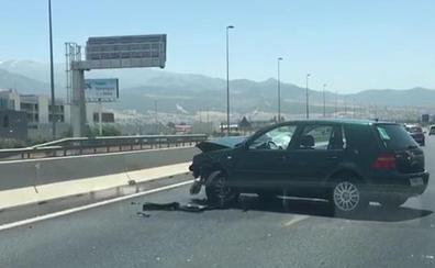 Un accidente entre tres vehículos colapsa la A-44 en Granada en sentido Motril