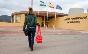 Denuncian que hay más reos en la cárcel de Albolote pese a los traslados a Archidona