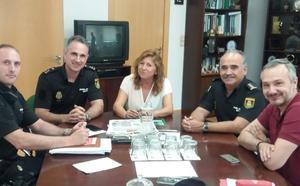 Junta y Policía Nacional abordan la lucha contra la clandestinidad en los servicios de alojamiento turístico en Jaén