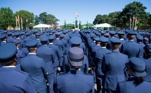 Defensa garantizará la igualdad entre hombres y mujeres en la uniformidad
