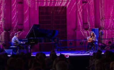 Ovación al diálogo apasionado entre el piano y la guitarra, de Michel Camilo y Tomatito