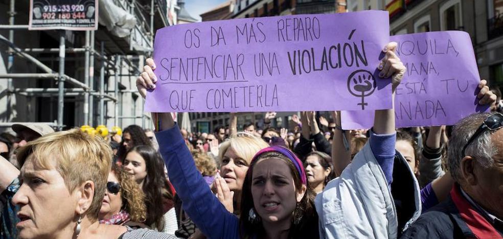Los juristas ponen pegas a que todo acto sexual sea delito si no hay un sí expreso