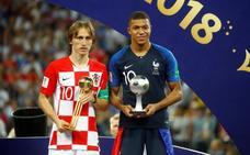 Modric, Balón de Oro del torneo; Mbappé, mejor joven