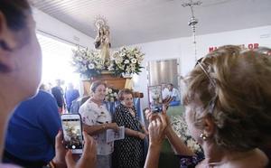 El barrio de Varadero comienza la fiesta del Carmen con la tradicional misa en la lonja