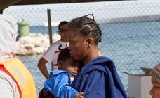 Llevan a hospital a una embarazada de 110 personas llegadas a Motril