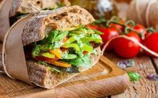 Cenar a la hora adecuada reduce en un 20% el riesgo de padecer cáncer, según los expertos