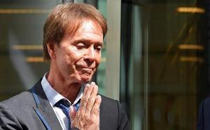 Cliff Richards gana un juicio contra la BBC por violar su vida privada