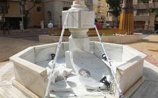 Destrozan la fuente de la plaza San Pedro de Almería