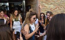 Los cantantes de Operación Triunfo desatan el fenómeno fan en Motril