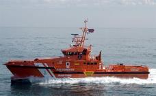 Salvamento y Guardia Civil rescatan a 90 adultos y cinco menores de dos pateras en el mar de Alborán