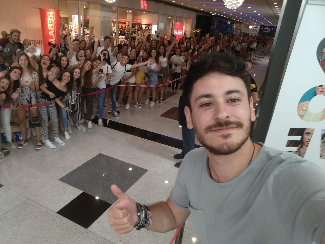 Los cuatro selfies que Cepeda se hizo con sus fans para los lectores de IDEAL