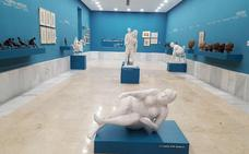 Una sala de esculturas y dibujos de Antonio Campillo en el Museo Casa Ibáñez