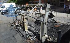 Dos jóvenes detenidos por quemar dos contenedores en el centro de Granada