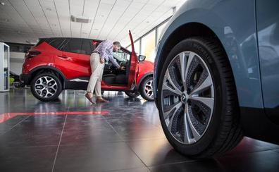 Concesionarios de Granada acaparan hasta 300 coches en 'stock' en plena cruzada contra el diésel