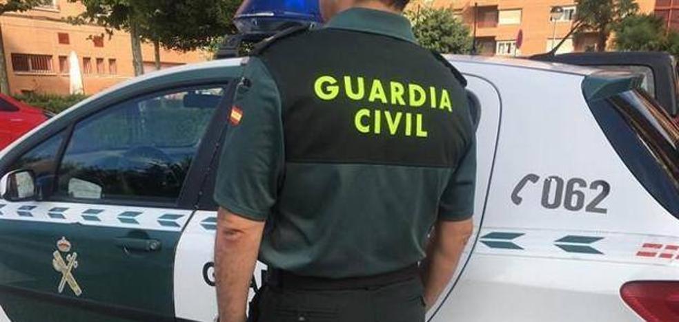 Atan y amenazan con un cuchillo a dos varones para robarles 'maría' en un pueblo de Granada