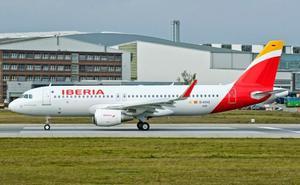Un avión de Iberia con destino Madrid aterriza de emergencia minutos después del despegue