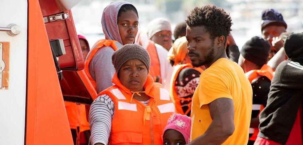 Una ONG denuncia la «vulneración de los derechos» de los inmigrantes en el pabellón deportivo de Motril