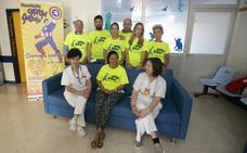 Una asociación dona once sofás camas a la planta de oncología pediátrica del Materno Infantil
