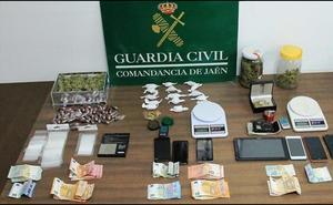 Siete detenidos tras desmantelar tres puntos de venta de droga en Bailén