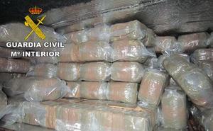 Transportaba 482 kilos de hachís en la zona del aire acondicionado de su camión en Motril