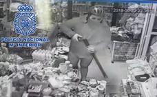 Detenido tras atracar dos tiendas disfrazado de Superman