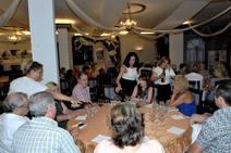 El sacerdote de Lanjarón organiza una cata solidaria de vinos con maridaje de quesos para recaudar fondos para la iglesia