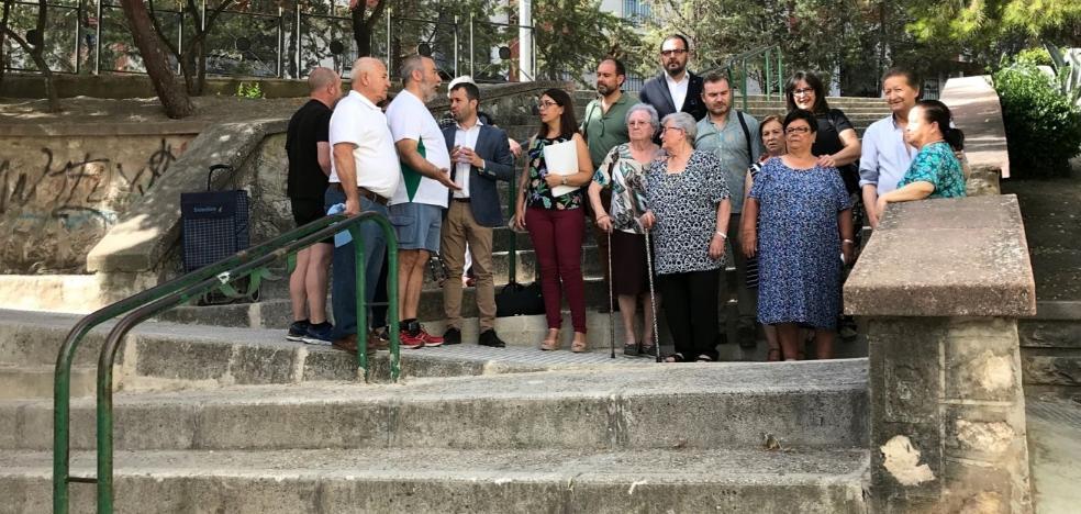 El PSOE y vecinos de San Felipe piden Ayuntamiento que el barrio sea más accesible