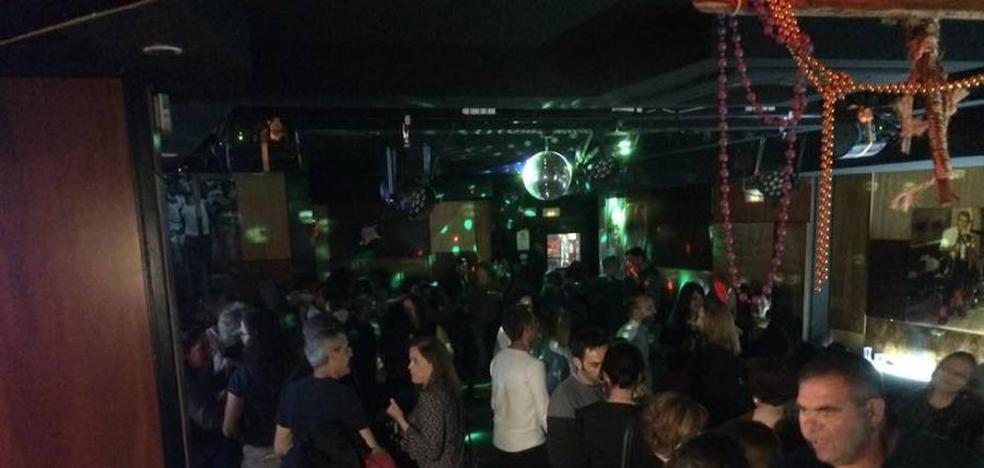 La multa a un local de Granada por la música en directo caldea los ánimos en internet