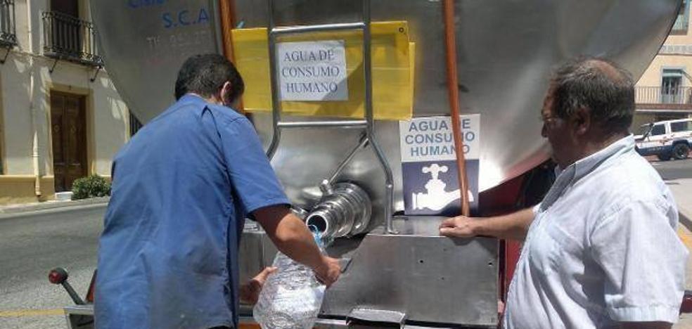 Clamor en El Condado para que vuelva el agua potable tras ocho días ya con cisternas