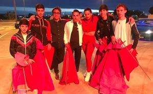 Alumnos de la Escuela de Tauromaquia de Jaén, en el videoclip de 'Malamente'