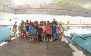 60 menores del programa Diviértete visitan las instalaciones deportivas