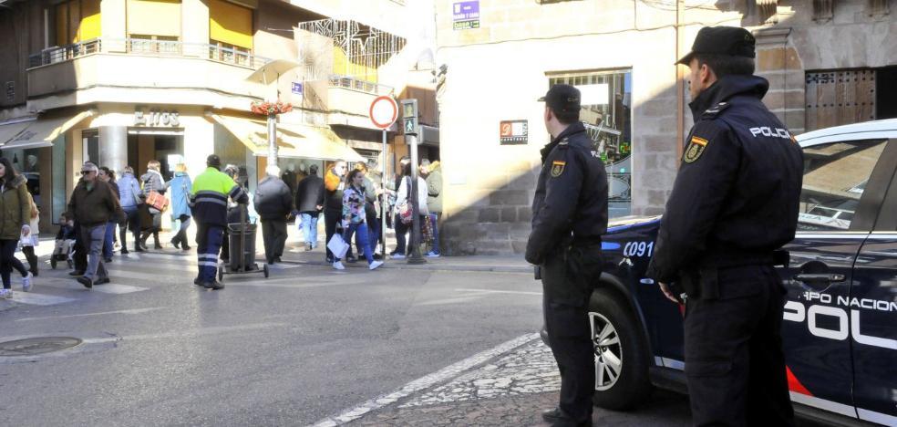 Tres detenidos ya por la paliza a tres policías junto a un pub de Linares