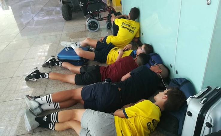 Así ha sido la espera de los pasajeros granadinos atrapados en el aeropuerto de Barcelona