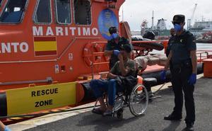 Continúa la oleada de pateras en Motril: Cuatro embarcaciones y 111 inmigrantes han llegado hoy