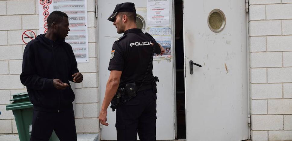 El PP pide medios para los policías de Motril y ataca al PSOE por su gestión ante la oleada de pateras: «Llevan un mes perdidos»