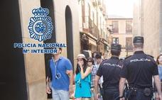 La Policía Nacional detiene a un individuo y esclarece tres robos violentos de bolsos en Granada