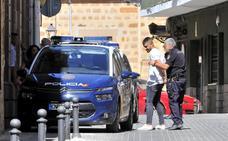 A la cárcel dos jóvenes y desterrados de Linares otros tres por pegar a tres policías