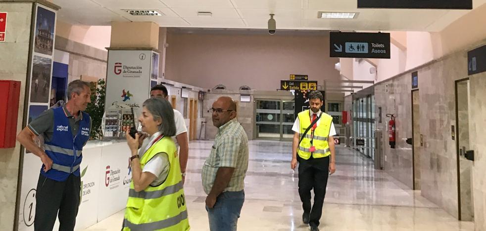 El Gobierno pide un informe al aeropuerto por las cancelaciones y retrasos