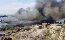 El incendio de un catamarán en Pontevedra deja 38 heridos, cinco graves