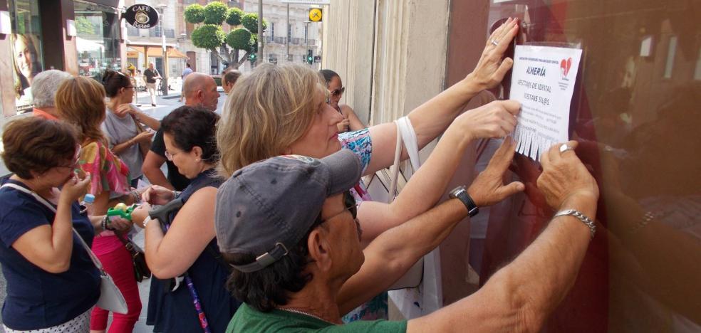 Afectados de iDental piden a Salud que intervenga para conseguir sus historiales