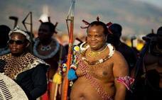 El rey africano que celebra sus vacaciones con jóvenes vírgenes en París