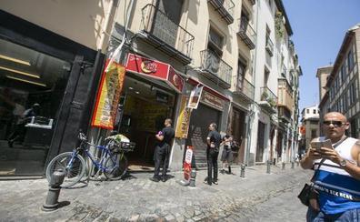 67 establecimientos de Elvira y Calderería, advertidos de sanción por sus rótulos