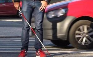 ¿Qué revela el bastón con láminas rojas que usan algunas personas invidentes?
