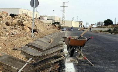 Trabajos de mantenimiento en la red de carreteras de Almería