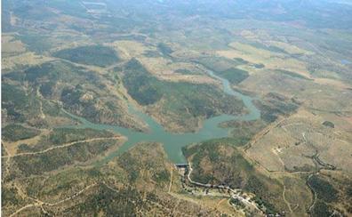 Más de 18.000 vecinos de El Condado cumplen dos semanas sin poder consumir agua de la red