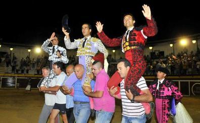 Sabiote rinde homenaje a Iván Fandiño con una placa en su plaza de toros