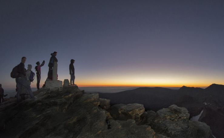 La aurora despunta en Sierra Nevada