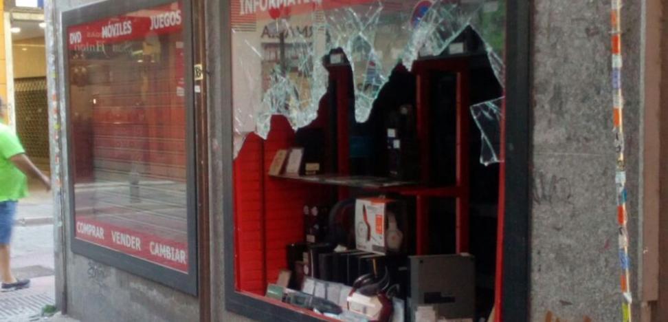 Recuperan el botín robado en la tienda de San Antón tras una persecución
